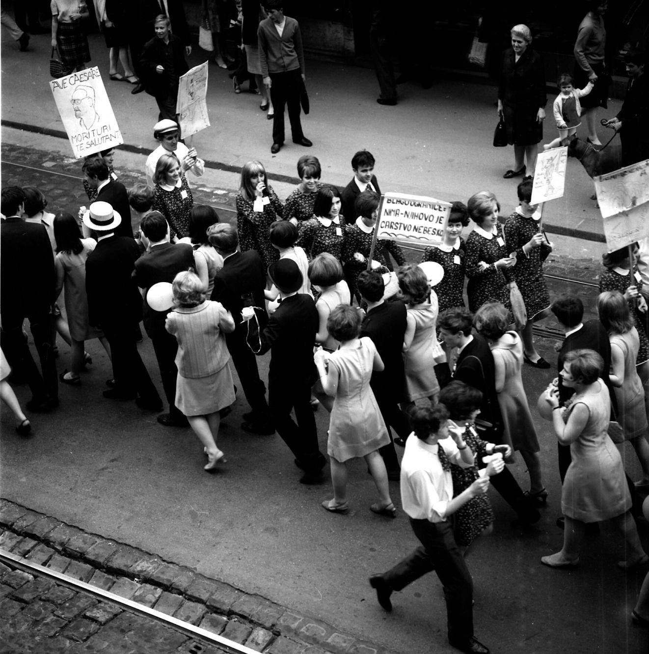 To%C5%A1o-Dabac-Maturanti-na-Ilici-oko-1960..jpg